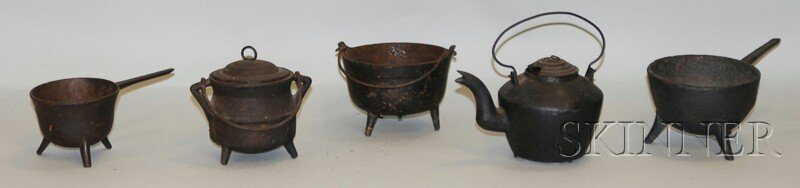517: Five Miniature Cast Iron Hearth Cooking Pots, a te