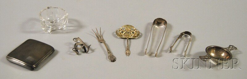 13: Eight Small Mostly Sterling Silver Items, a tea str