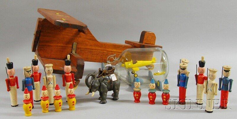 816: Twenty Assorted Folk Art and Toy Items, a scratch-