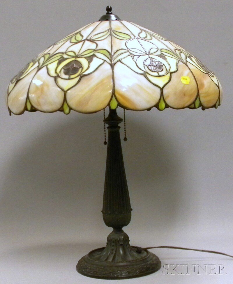 1345: Leaded Slag Glass Floral Pattern Lamp Shade with