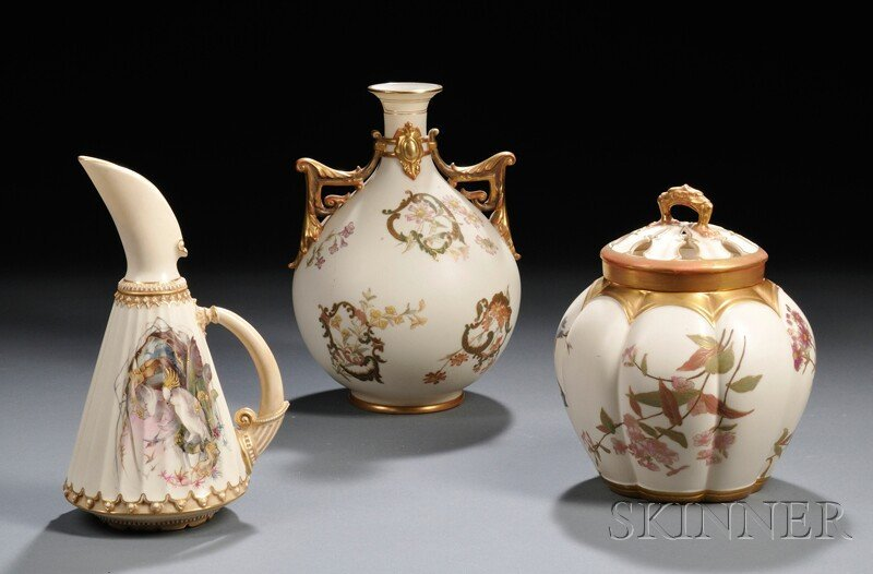 11: Three Royal Worcester Porcelain Items, England, lat