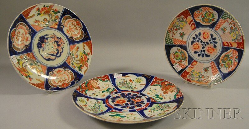 14: Three Imari-decorated Porcelain Chargers, dia. 12 3
