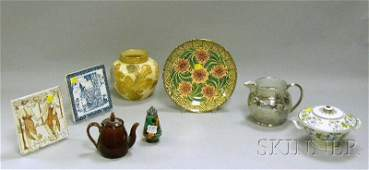 902: Eight Assorted Wedgwood Ceramic Items, a hand-pain