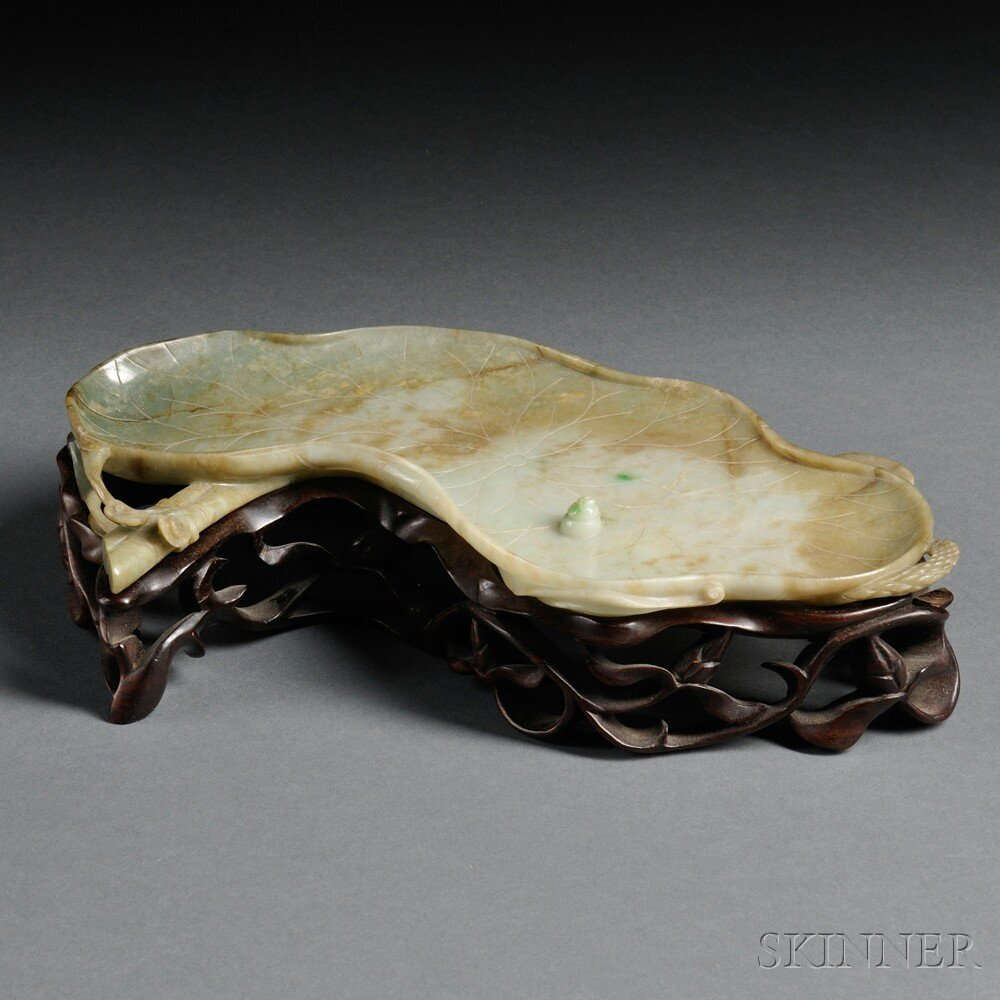 355: Jade Dish, China, 19th/20th century, in the form o