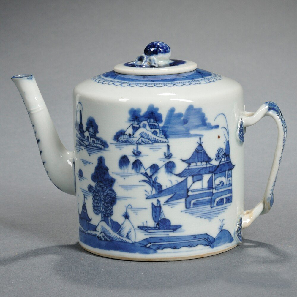 Nanking-style Export Blue and White Covered Teapot,