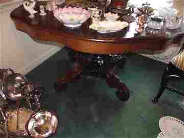 Beautiful very ornate Victorian parlor table, pedestal