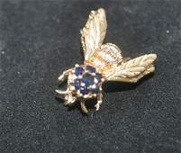 Bee motif pin in 14K yellow gold embellished with round