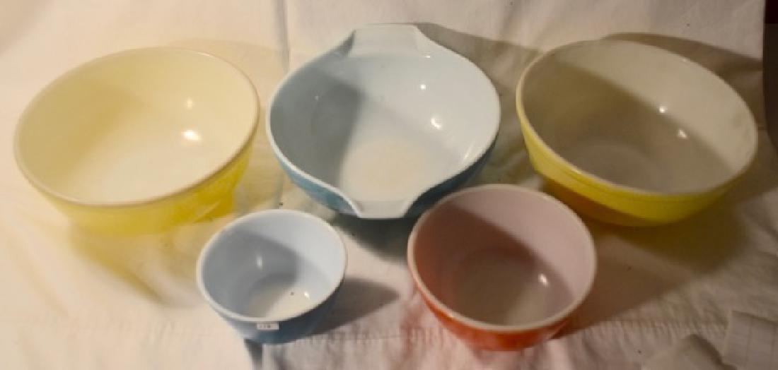 Five Pieces of Pyrex Bowls