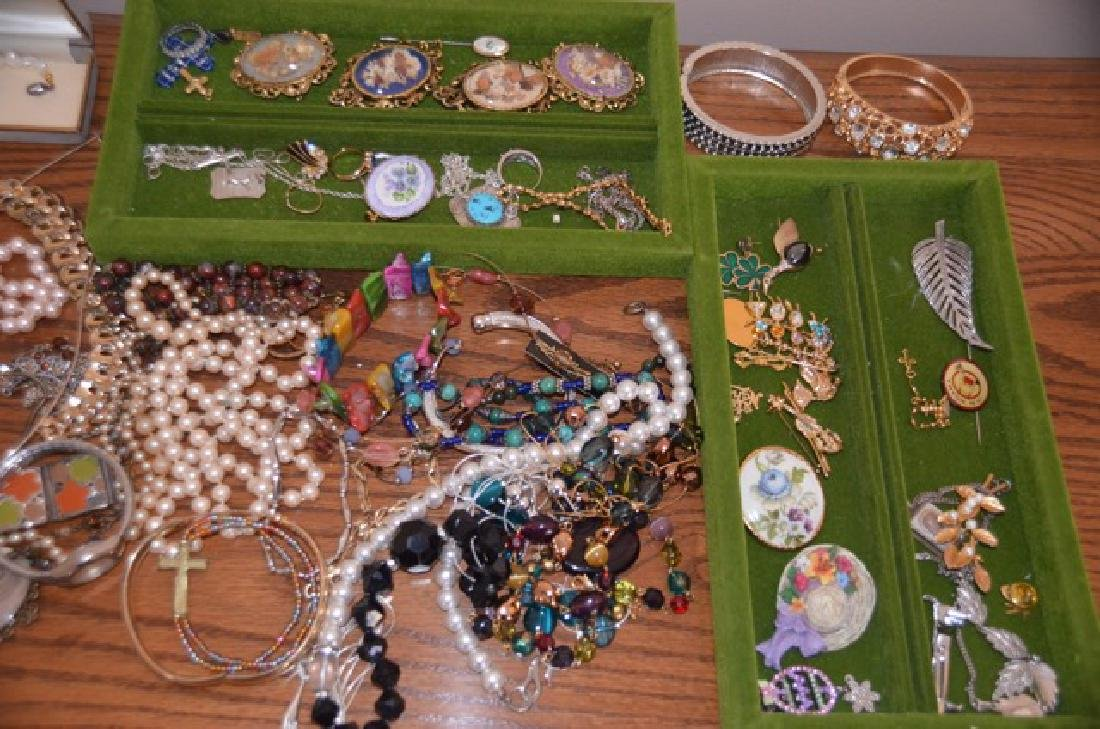 Dealers Lot of Costume Jewelry - 3