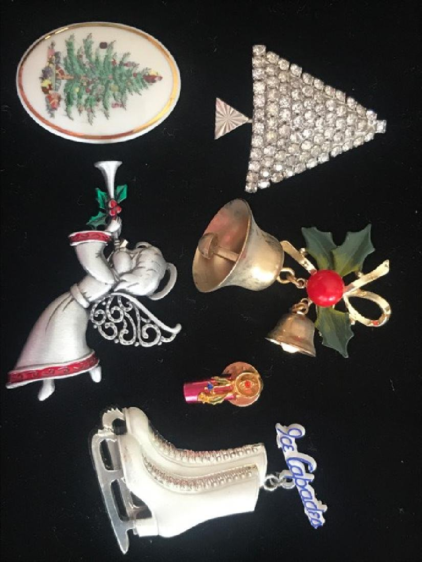 Lot of Christmas and Winter Pins (6)