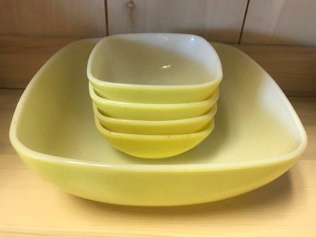 Pyrex Glass Salad Set