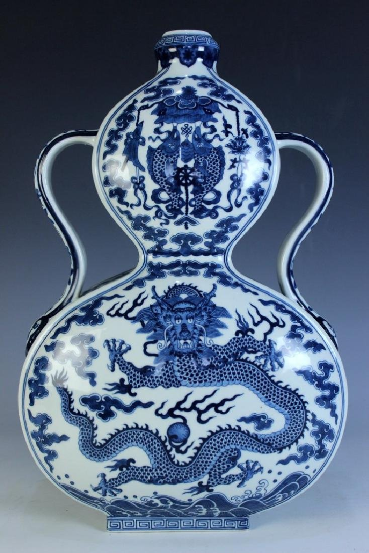 A Blue and White Double-Gourd Vase
