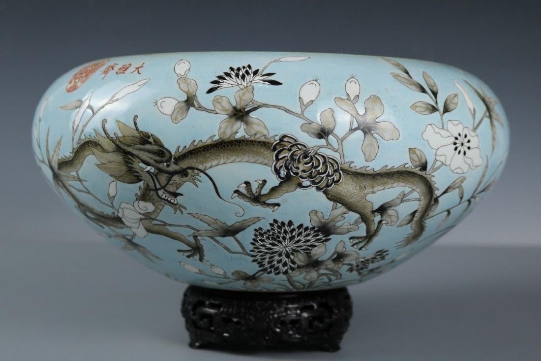 A Famille Rose Porcelain Pot