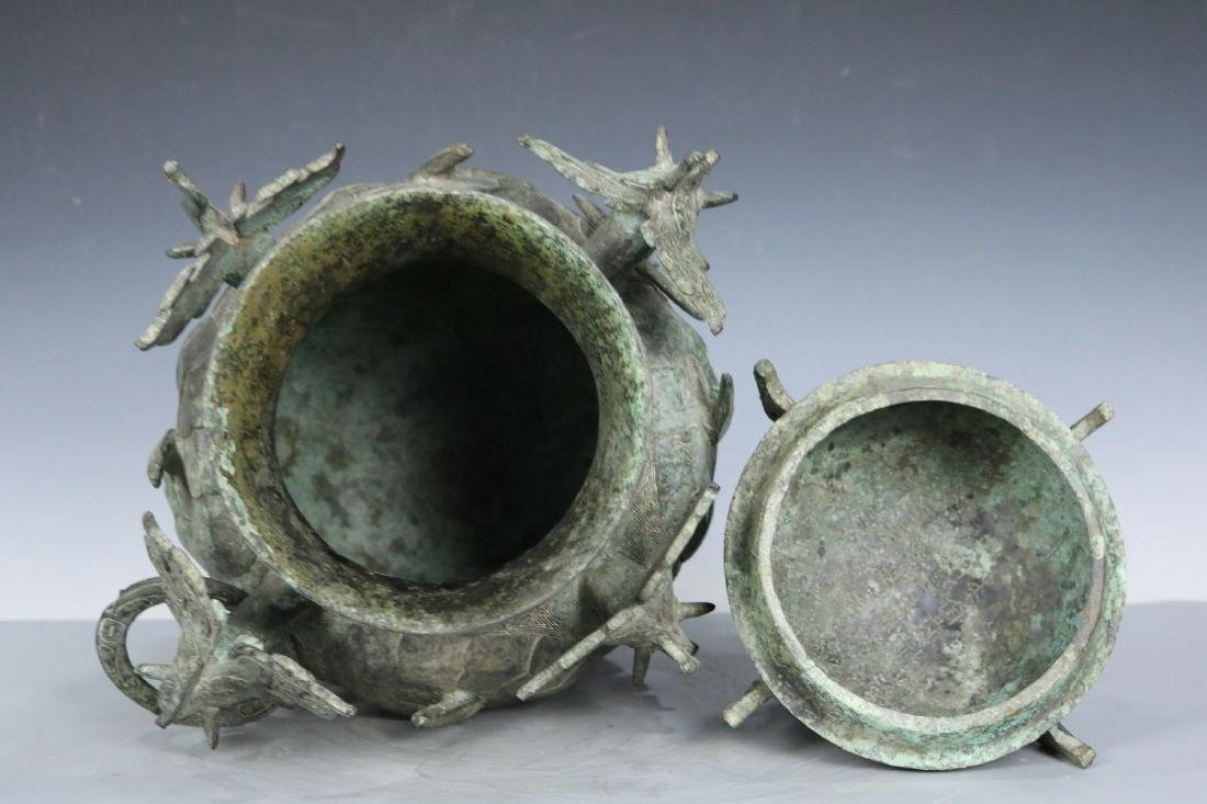 An Archaic Bronze Ritual Food Vessel - 8