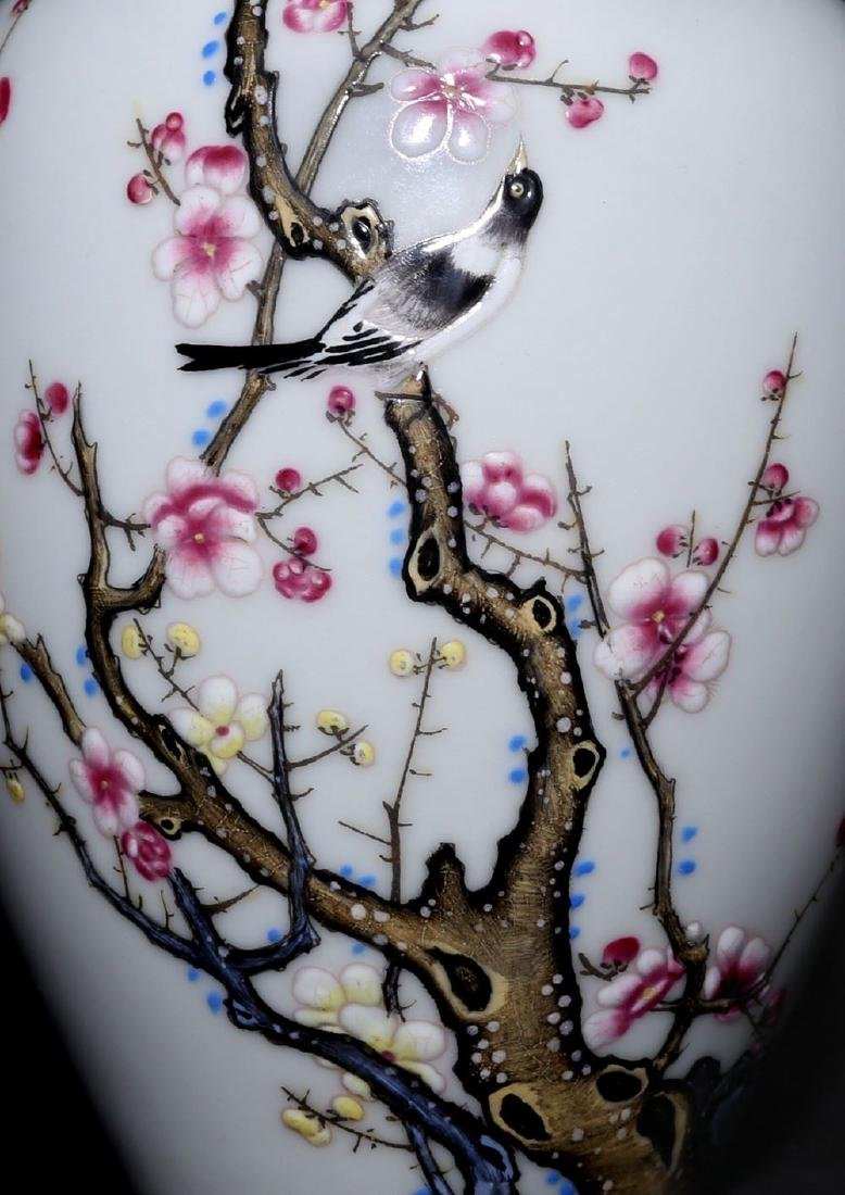 A Magnificent and Rare Famille Rose Porcelain Vase - 3