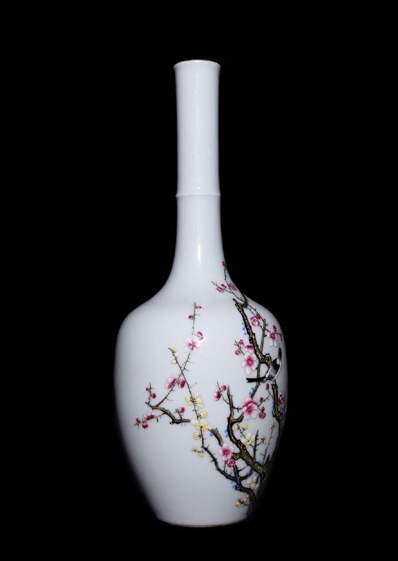A Magnificent and Rare Famille Rose Porcelain Vase - 6