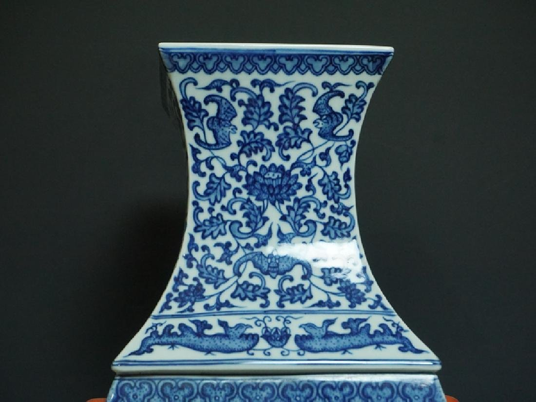 A Blue and White and Famille Rose Porcelain Vase - 5
