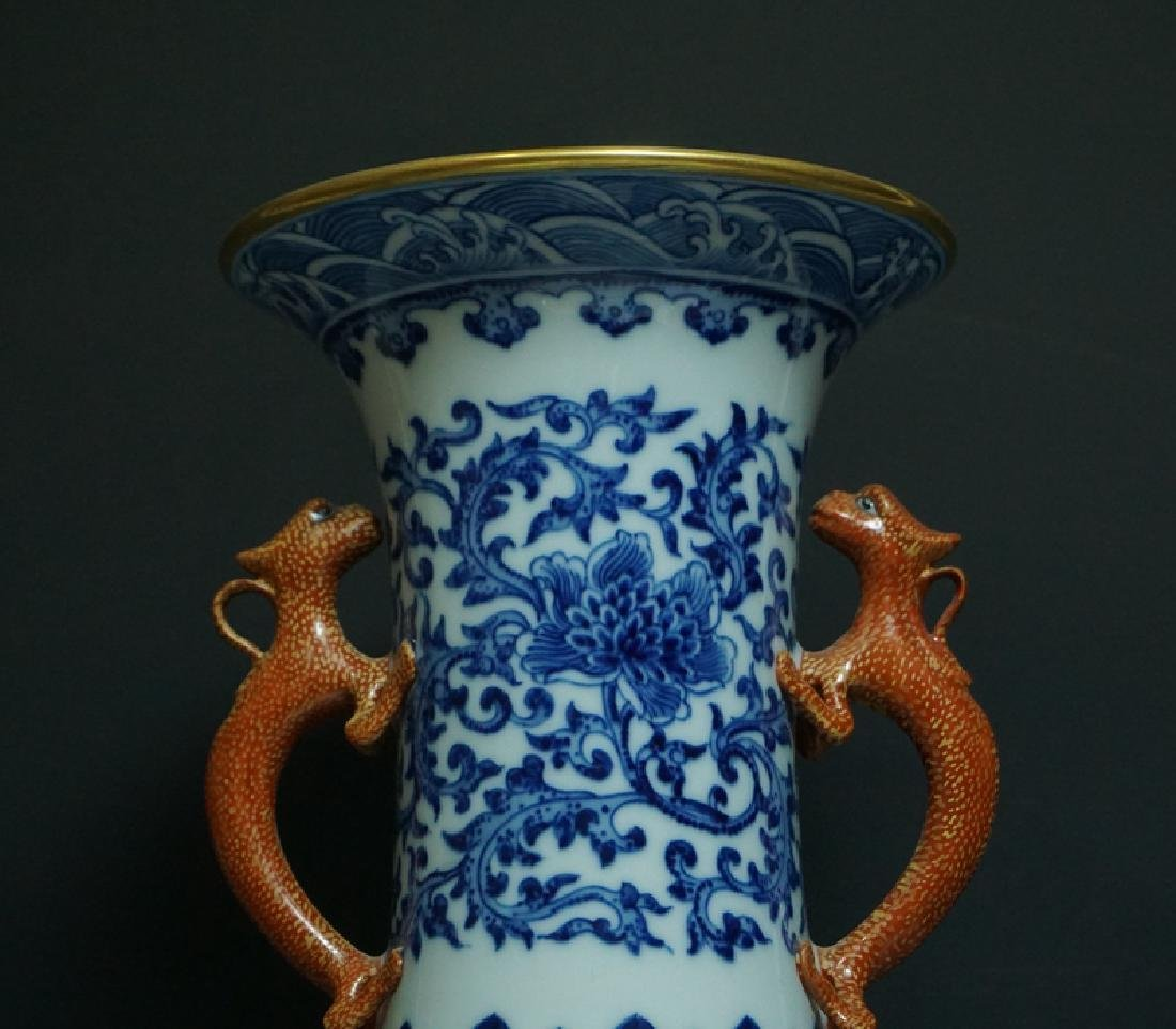 A Blue and White and Famille Rose Porcelain Vase - 3