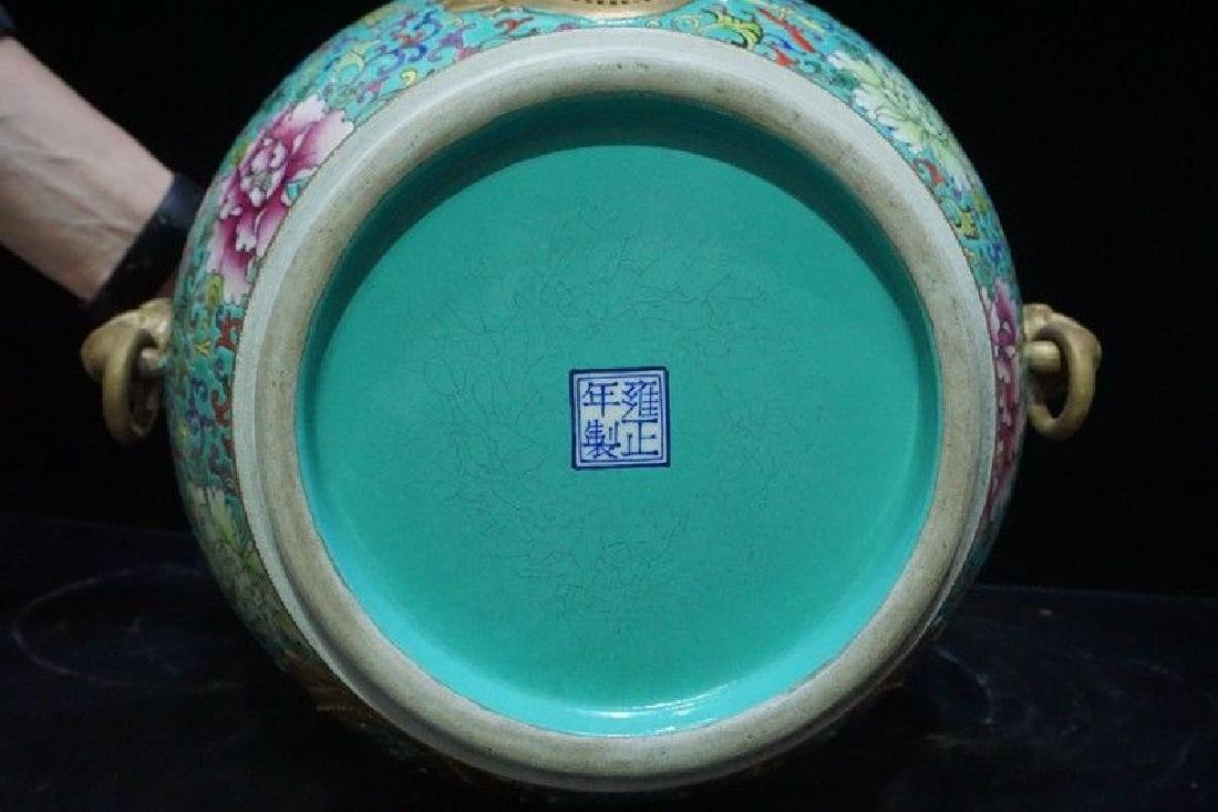 A Famille Rose and Gilt Decorated Porcelain Vase - 10