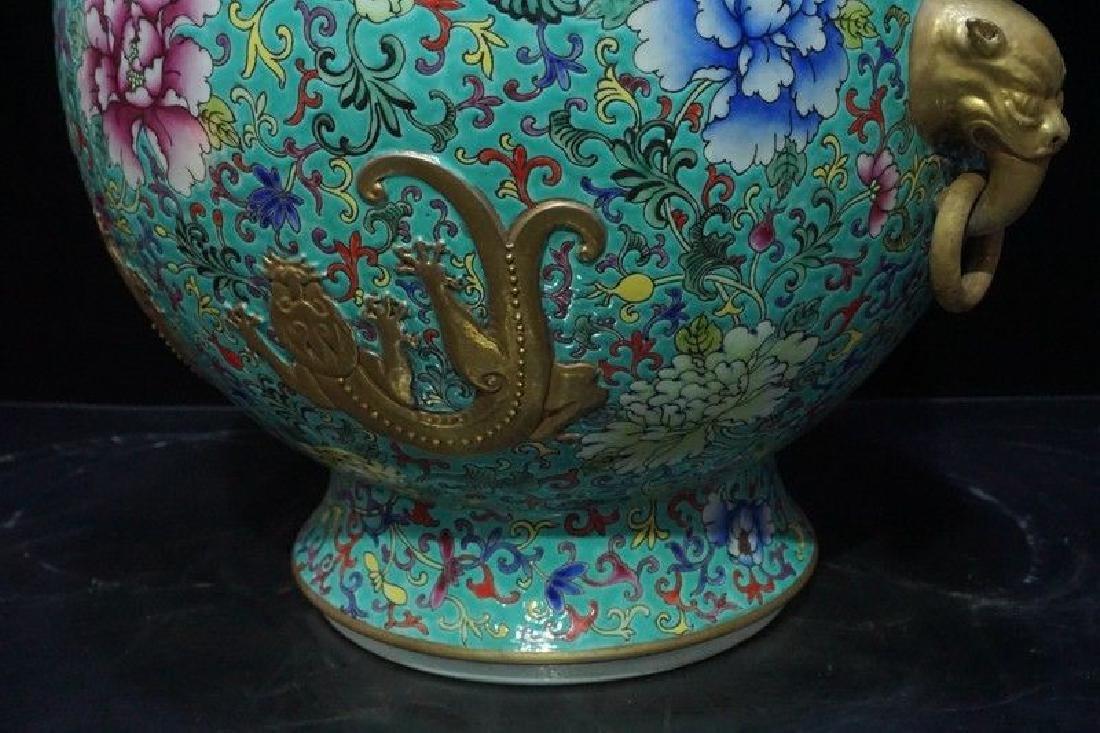 A Famille Rose and Gilt Decorated Porcelain Vase - 8