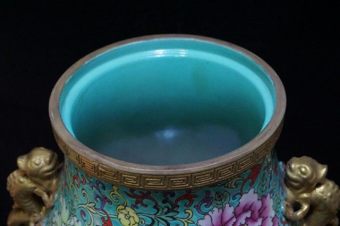 A Famille Rose and Gilt Decorated Porcelain Vase - 9