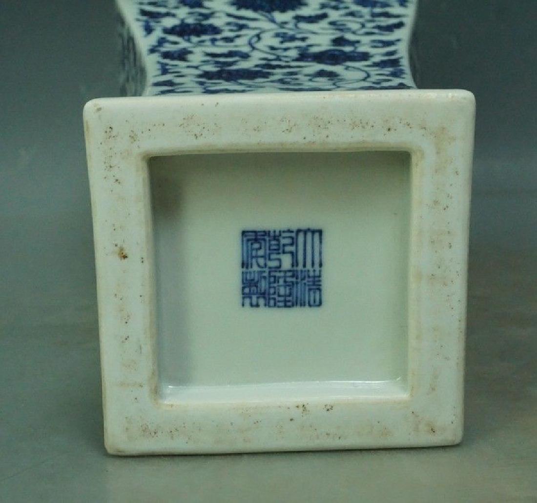A Blue and White Porcelain Vase - 10