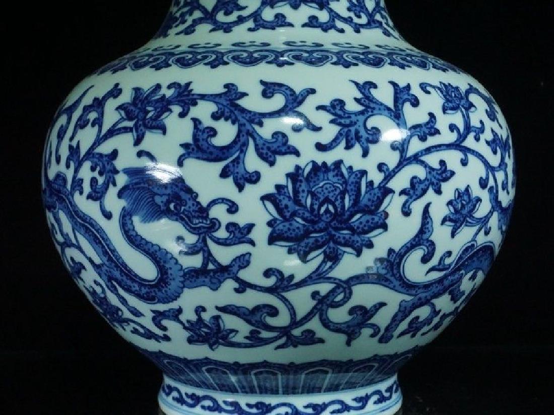 A Blue and White Porcelain Vase - 7