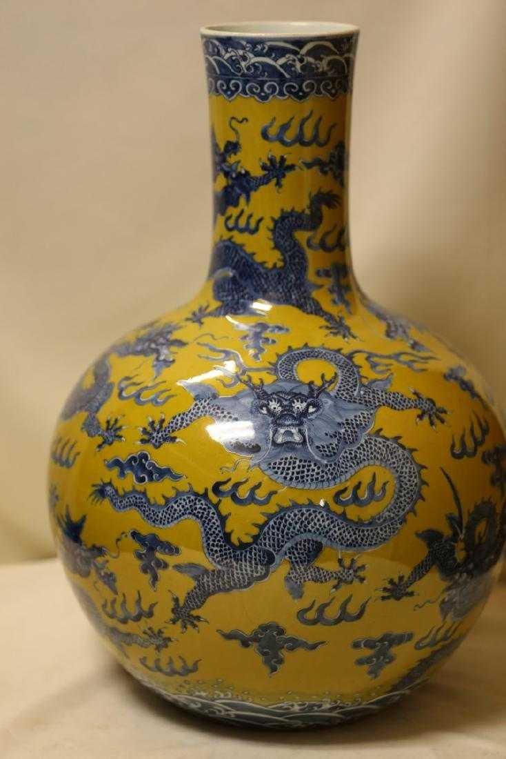 A Magnificent Blue and Yellow Glaze Porcelain Vase