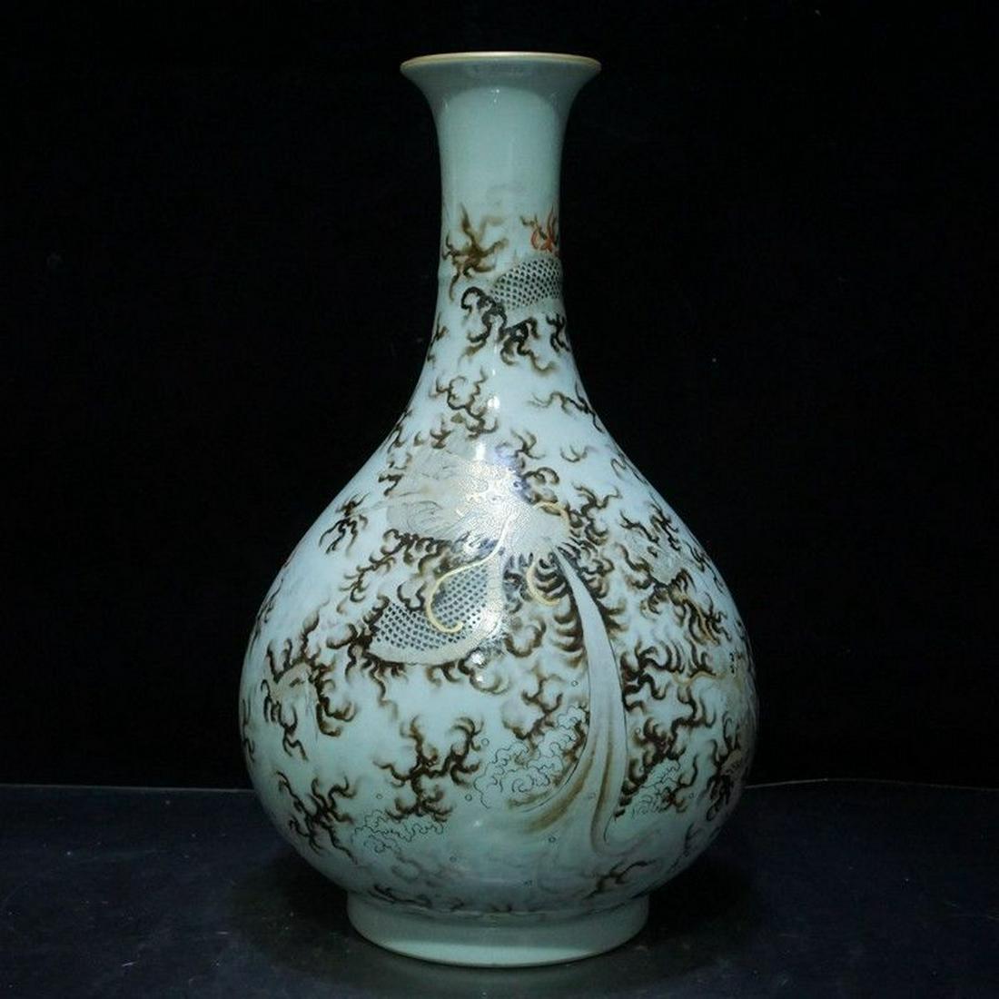 A Magnificent Famille Rose Porcelain Vase