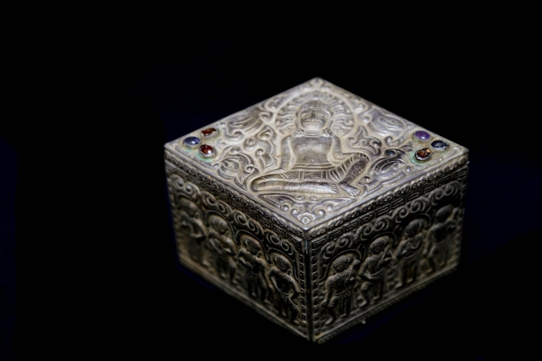 A Silver Royal Jewelry Box