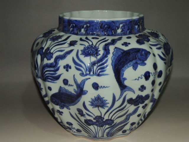 """A Blue and White """"Fish and Lotus"""" Jar"""