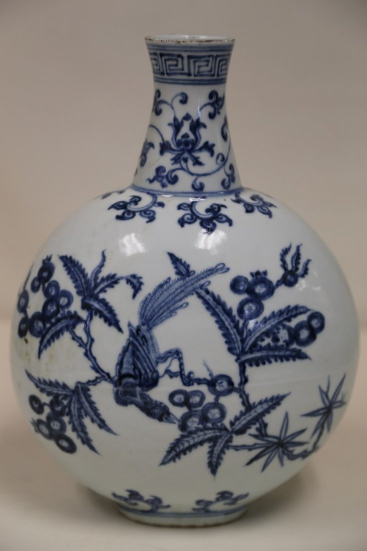 An Exquisite Blue and White Porcelain Vase