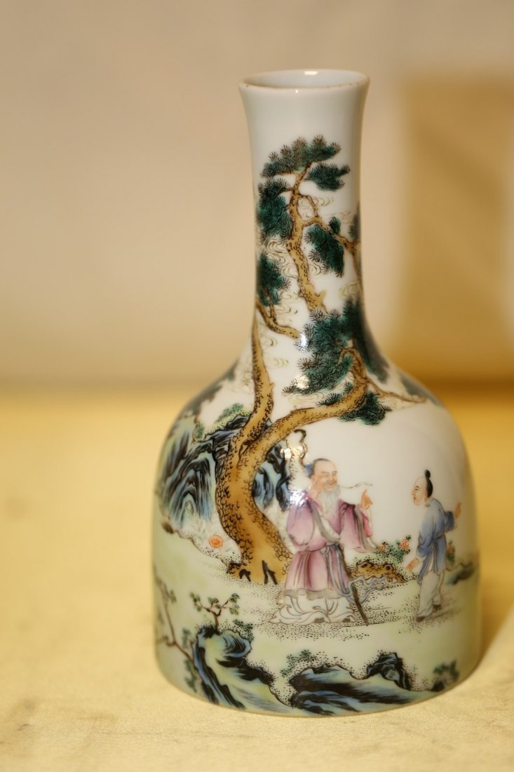 A Magnificent Famille Rose Porcelain Vase