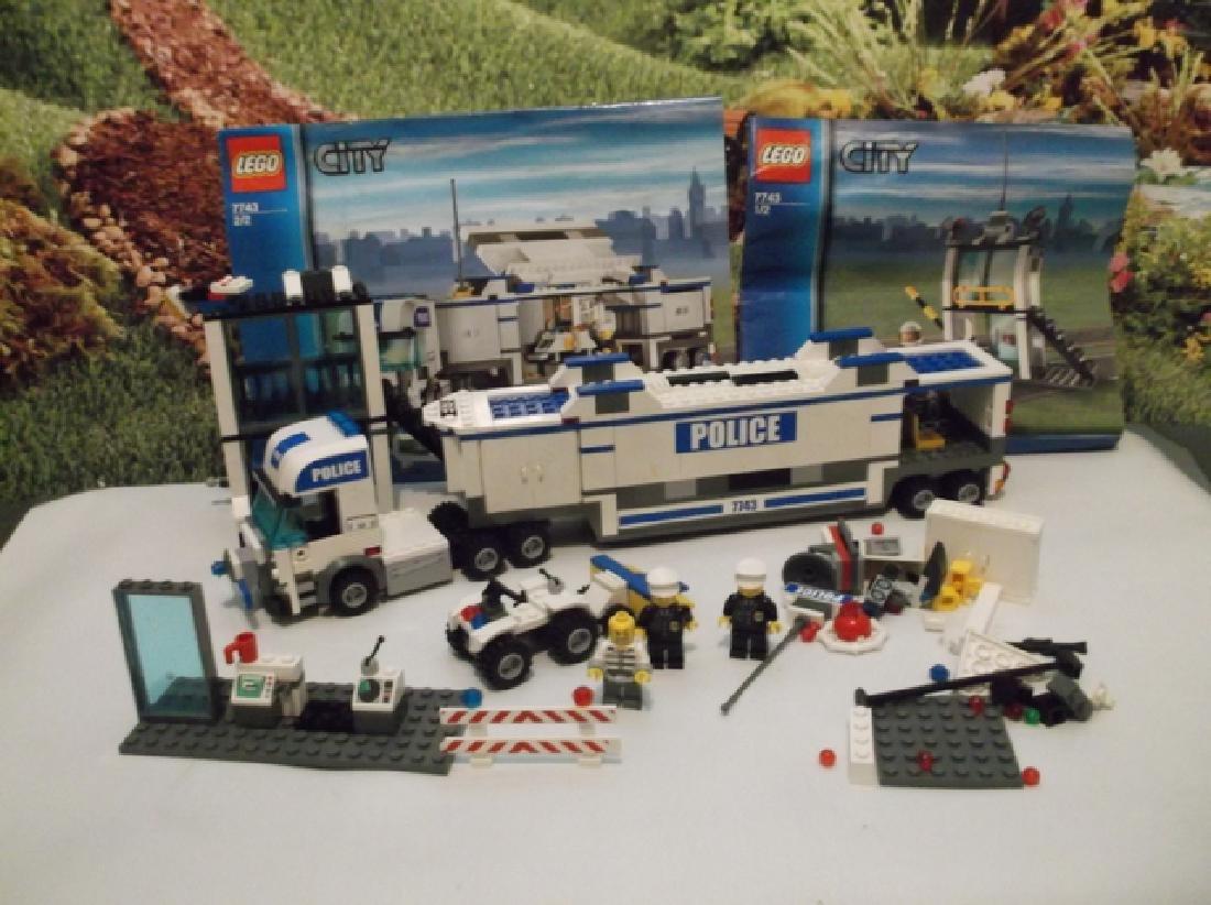 2008 Lego Brand City Set Police Hauler & Minifig Set