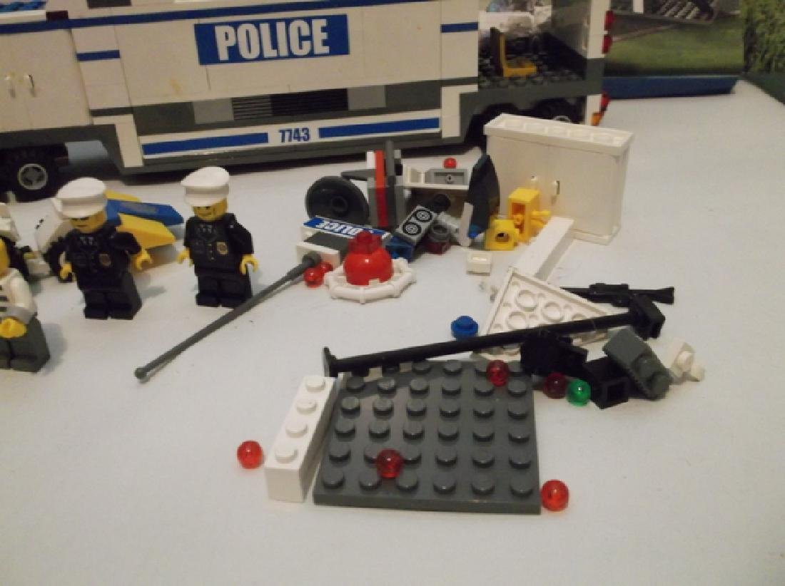 2008 Lego Brand City Set Police Hauler & Minifig Set - 2