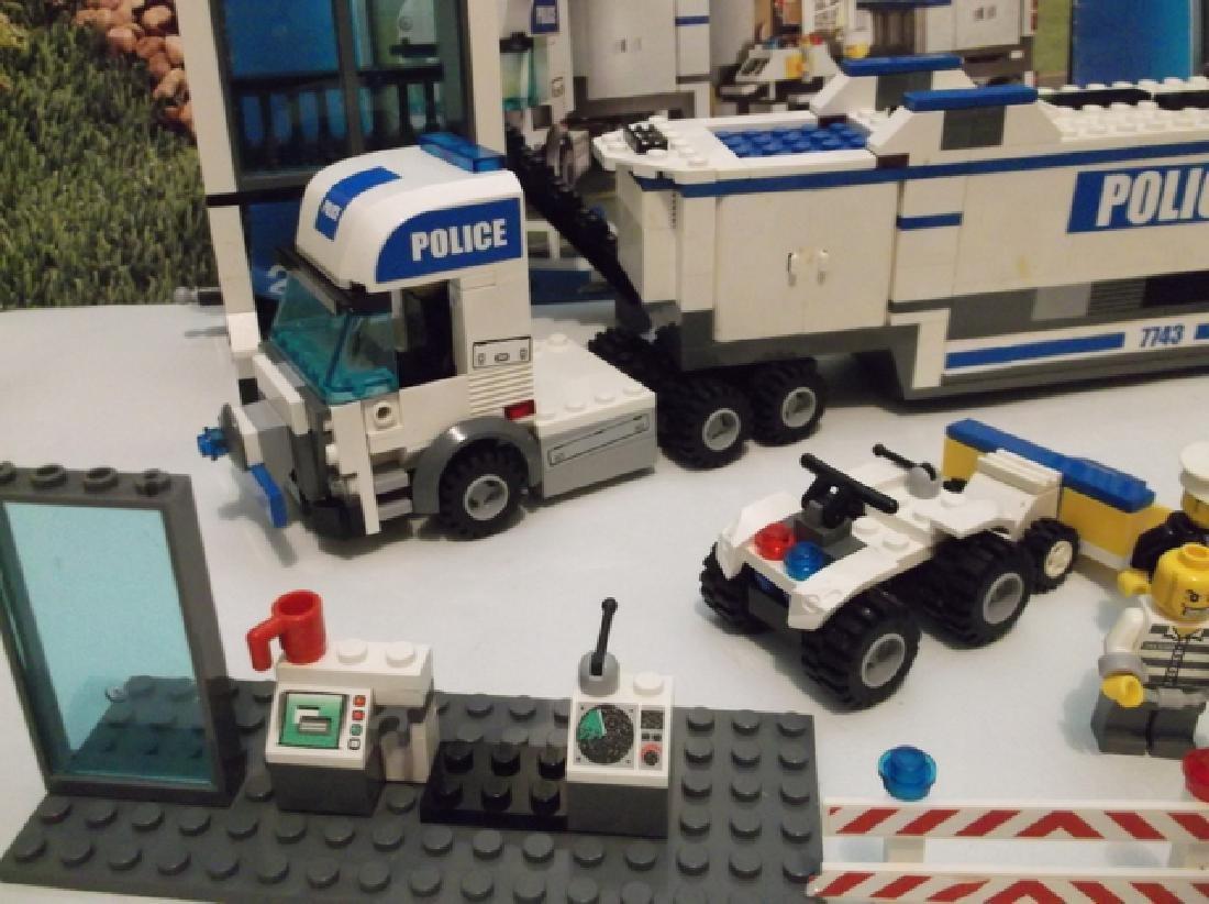2008 Lego Brand City Set Police Hauler & Minifig Set - 4