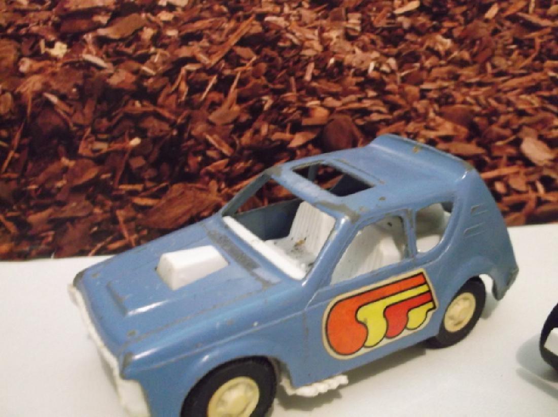 2 Vintage 1970s Metal Tootsie Toy Cars 4 Inch Large - 3