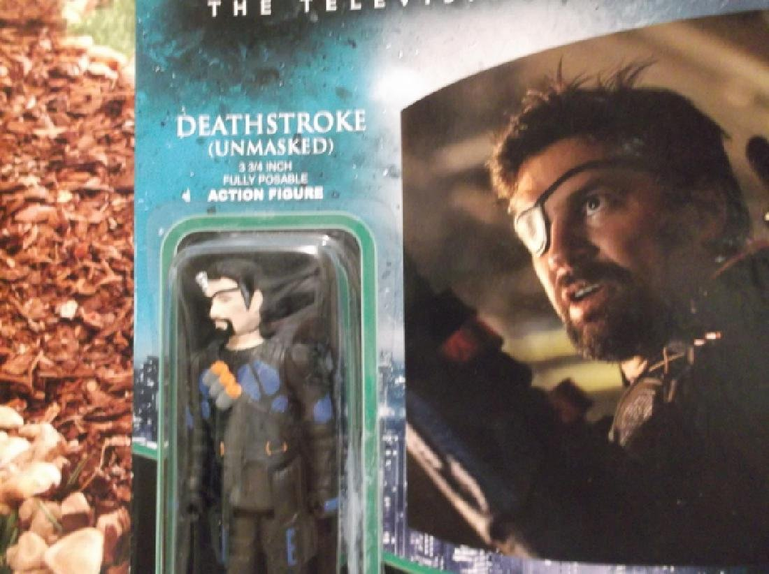 2 Green Arrow Actions Figures MOC Deathstroke Dark - 2
