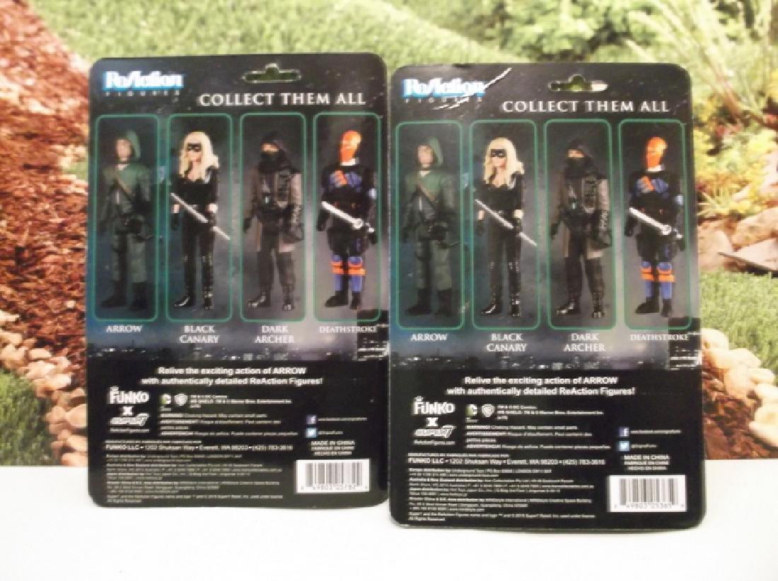 2 Green Arrow Actions Figures MOC Deathstroke Dark - 4