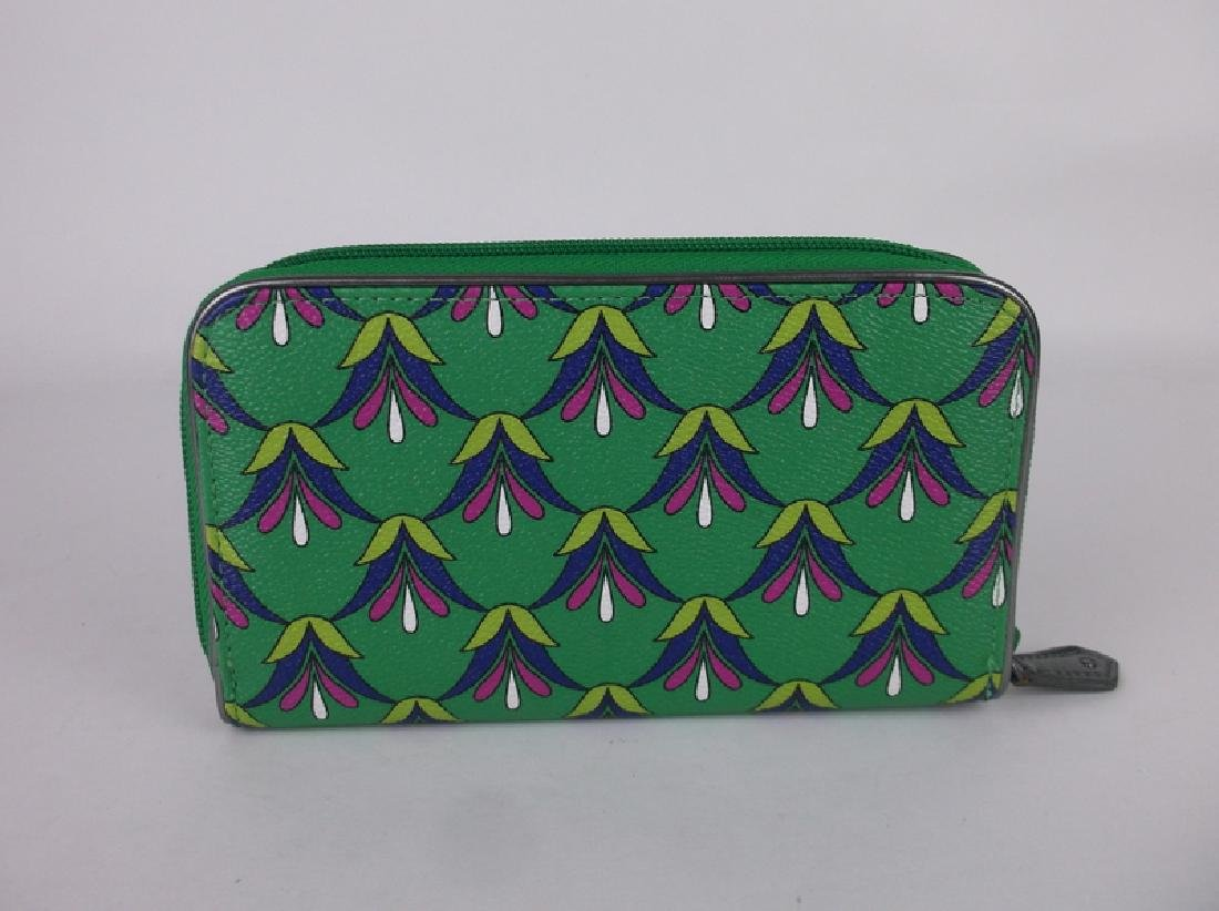Gorgeous Vera Bradley Green Wallet - 3