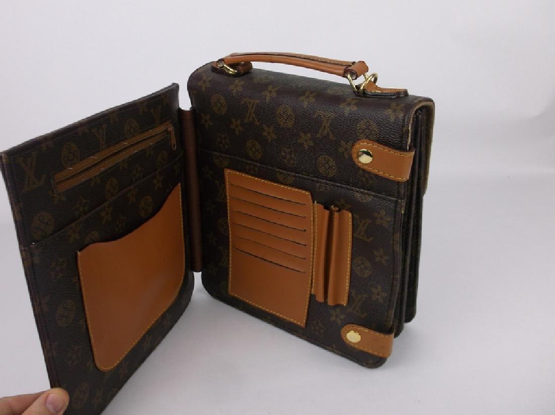 Gorgeous Louis Vuitton Leather Handbag Purse Side Opens - 3