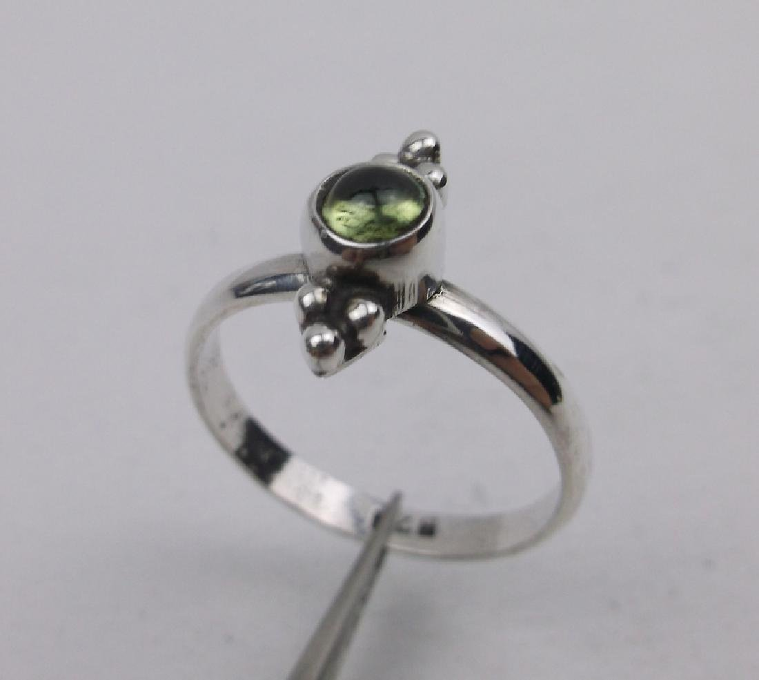 Stunning Sterling Silver Green Stone Ring 5.5