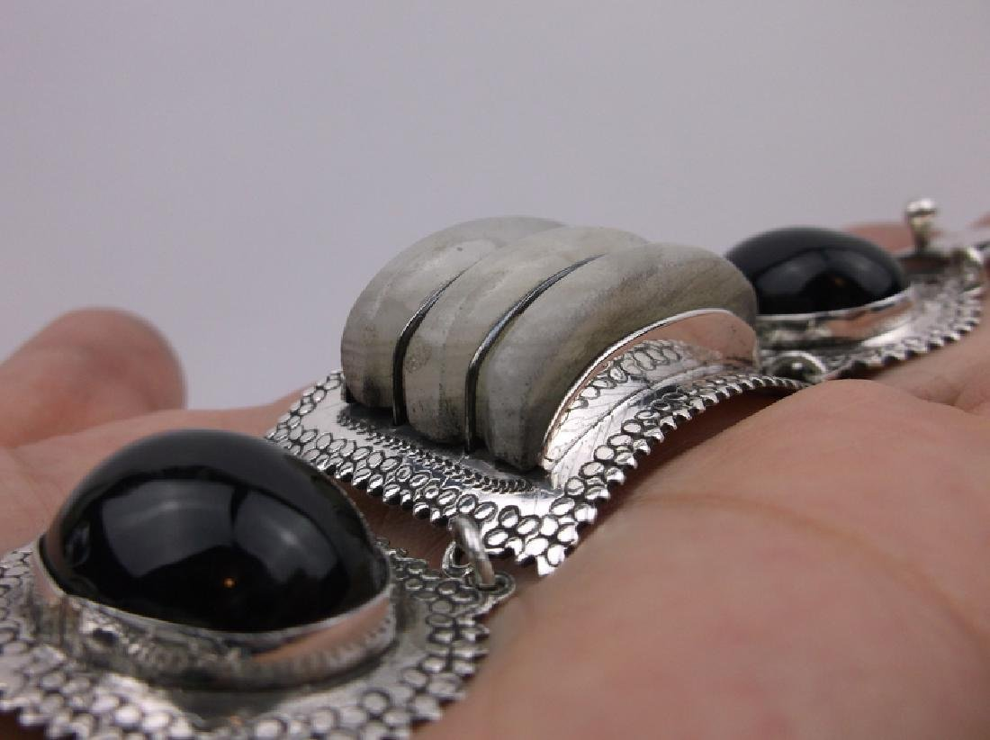Incredible Taxco Sterling Onyx Rock Crystal Bracelet - 4