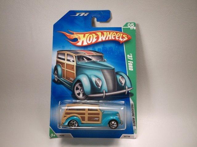 Hot Wheels Treasure Hunt 37 Ford Woodie MOC