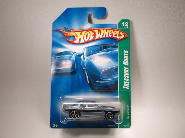 Hot Wheels Treasure Hunt 69 Camaro MOC