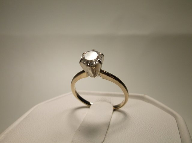 Beautiful 14kt Gold Ring Size 6.5