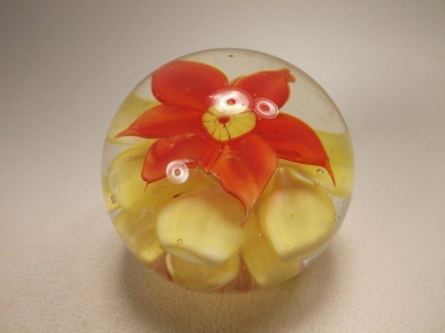 Beautiful Art Glass Paperweight
