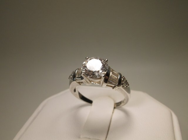 Stunning Sterling Silver CZ Ring 9 Engagement