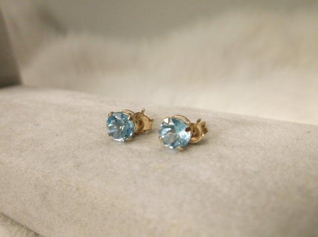 Beaut 10kt Gold Aquamarine Earrings w backings