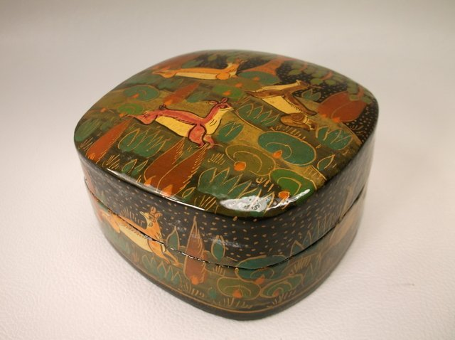 Beautiful Vint Hand Painted Deer Lacquered Box